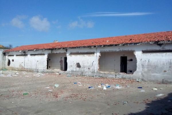 No presídio de Alcaçuz, o maior do RN, parede dos pavilhões estão destruídas. (Foto: Cedida)