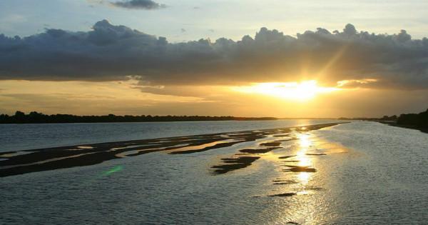 Rio Piranhas-Açu tem 70% de sua vazão destinada à irrigação. Nos próximos 45 dias, novas regras de uso d'água serão definidas. (Foto: pt.wikipedia.org)
