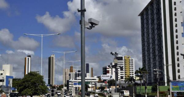 Pardal já em fase de instalação está localizado perto da passarela do bairro Potilândia. (Foto: Argemiro Lima)