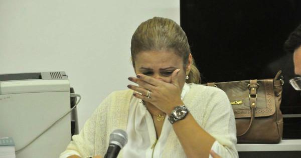 Micarla chora durante depoimento (Foto: Wellington Rocha)