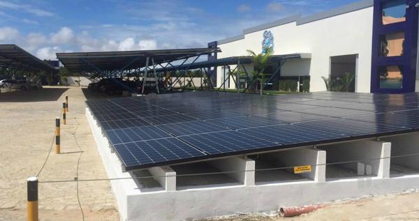 Empresa potiguar Sterbom: 3.000 m² de painéis fotovoltaicos instalados. Sustentabilidade representa a plantação de 10.000 árvores por ano. (Foto: Energia Zero Brasil)